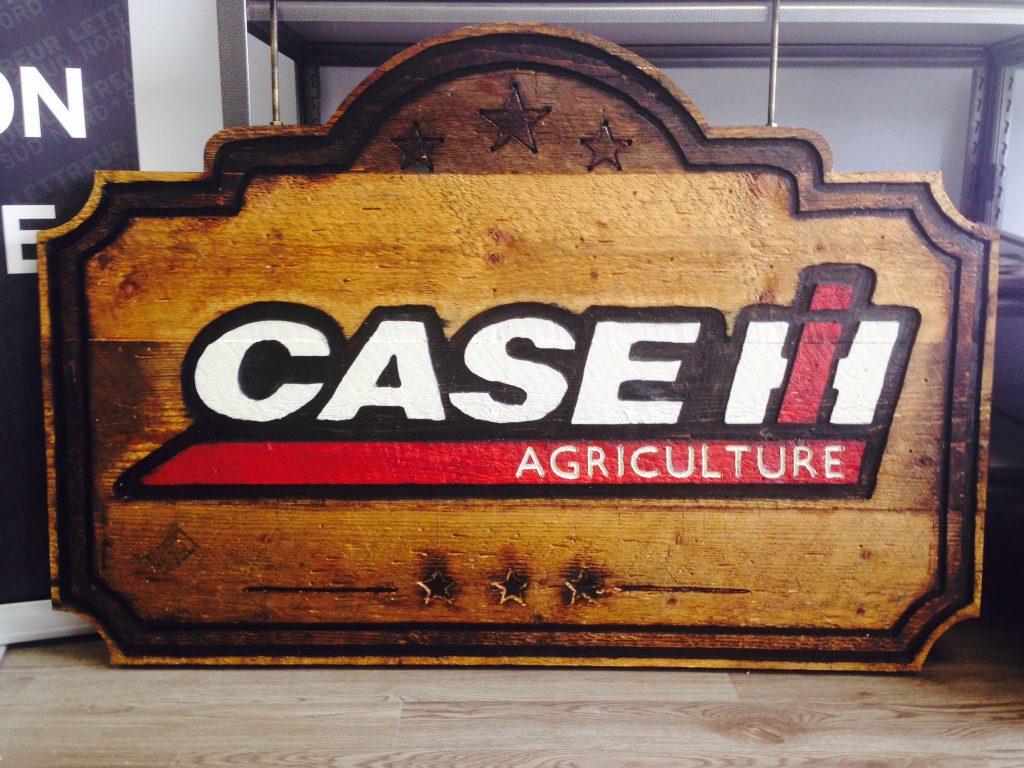 Enseigne extérieure en bois - Case IH