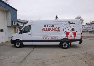 Wrap complet en vinyle sur camionnette Alarme Alliance