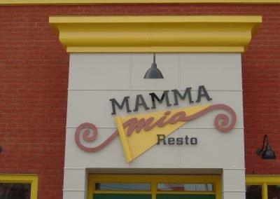 Enseigne extérieure originale – Mamma Mia Resto à Nicolet