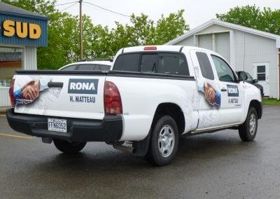Lettrage complet en vinyle du camion Rona H. Matteau
