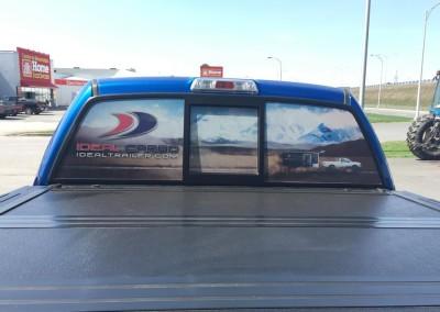 Vinyle perforé sur vitre arrière – Ideal Cargo