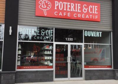 Affichage et enseigne pour Poterie & Cie – Café créatif