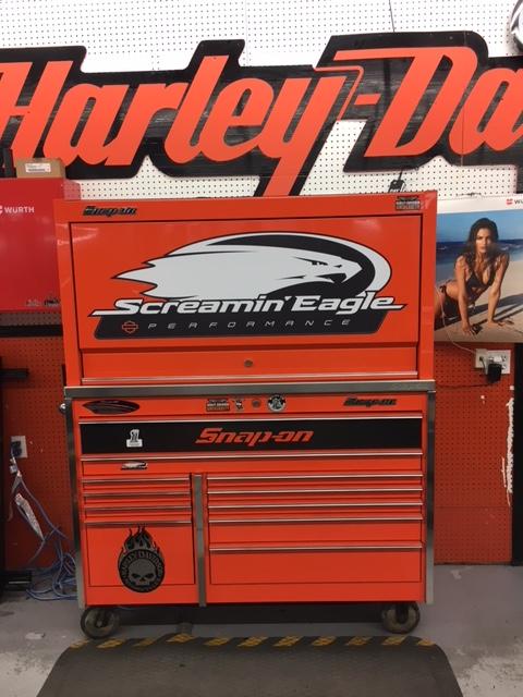 Affichage sur coffre d'outils pour Harley Bécancour
