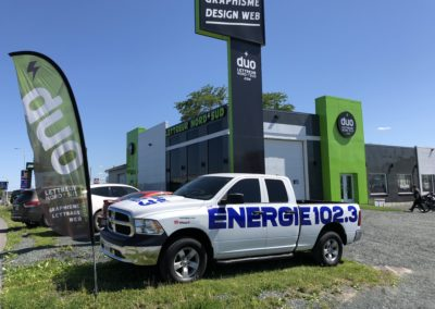 Lettrage d'un véhicule d'Énergie 102,3 Mauricie