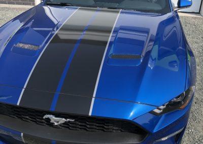 Lettrage partiel d'une Ford Mustang