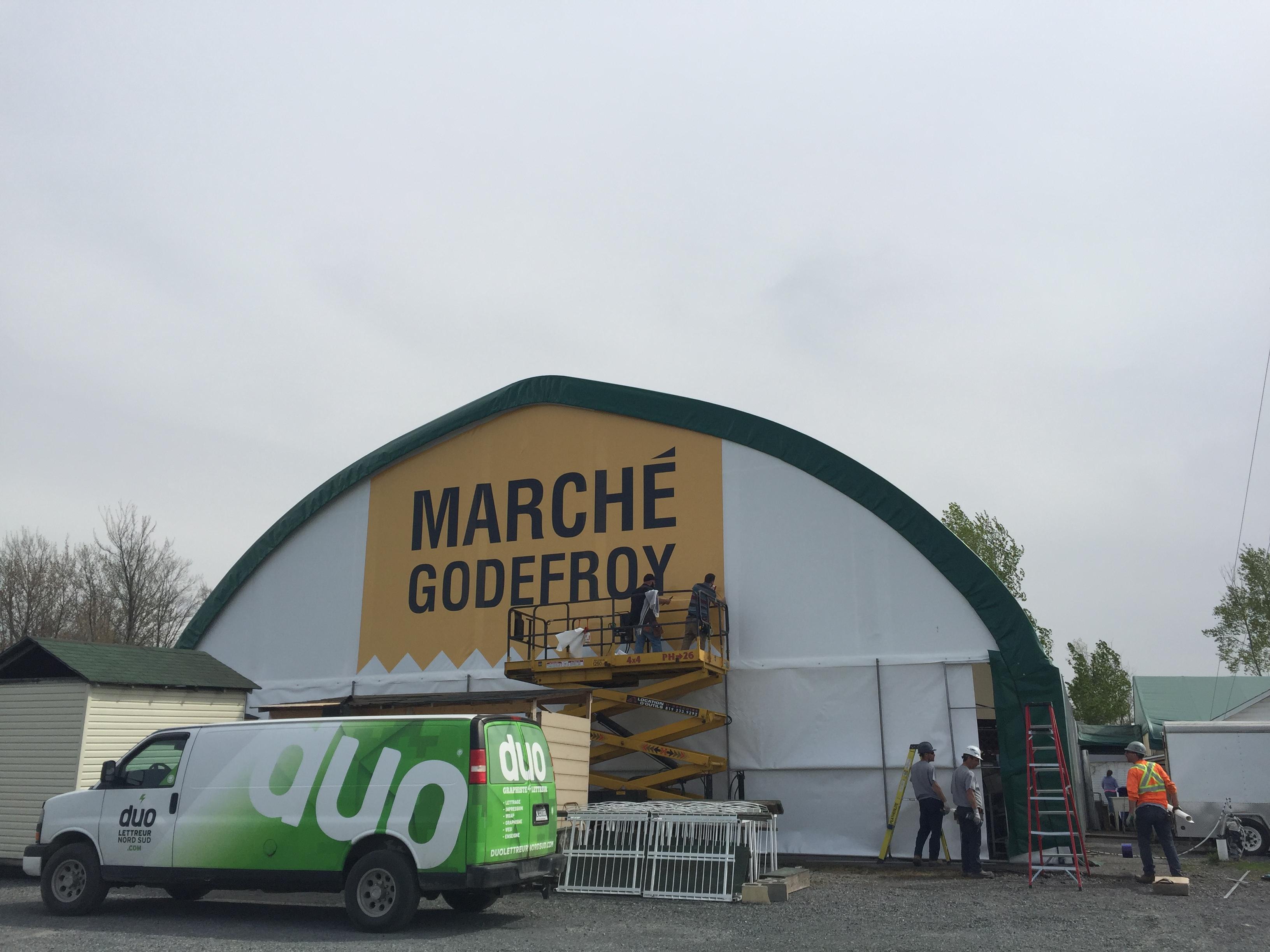 marche-godefroy-affichage-exterieur