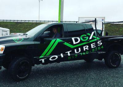 Lettrage d'un véhicule de Toitures DGX