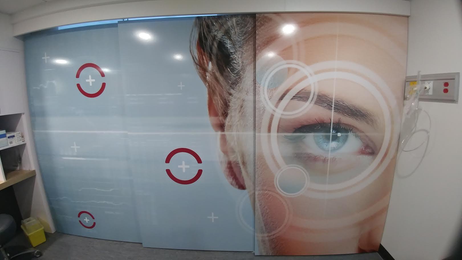 Murale sur portes - Suzy Mc Nicoll designer - Chirurgie Vision