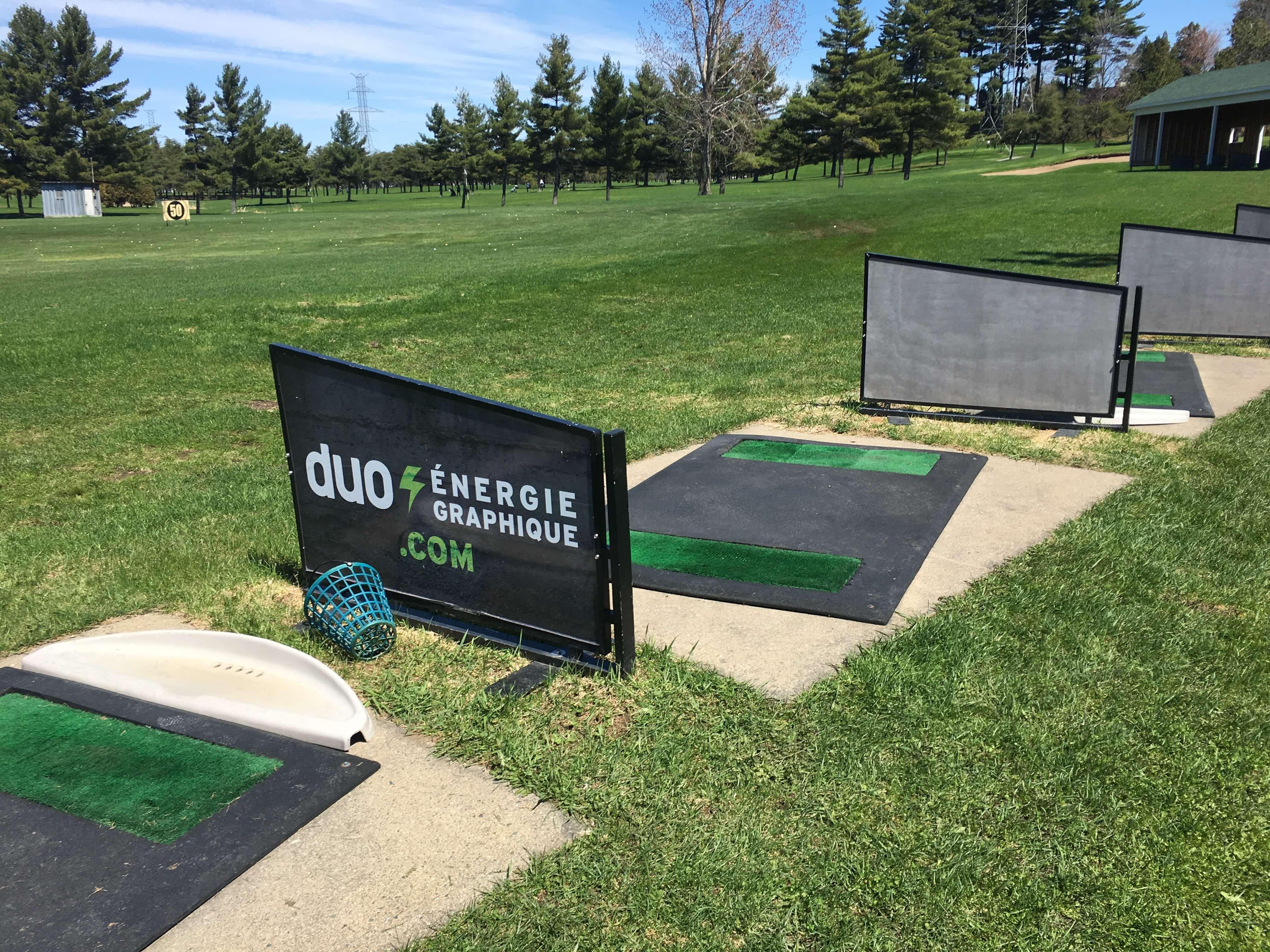 Publicité au champ de pratique de golf