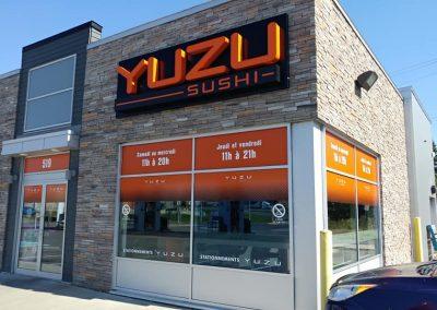 Vinyle et lettrage à vitrines – Yuzu