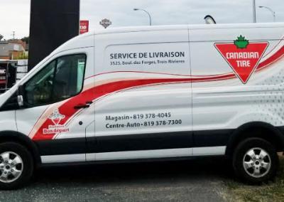 Véhicule de livraison de Canadian Tire